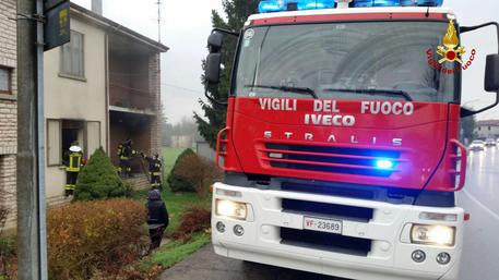 Incendio in capannone, muore custode