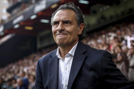 Davide Astori, il capitano della Fiorentina, morto in albergo a Udine. Rinviata la serie A. Stop anche in B, rinviate gare oggi e domani 2f33e8da3af65e7d4fee7ffa3ccd9ce3