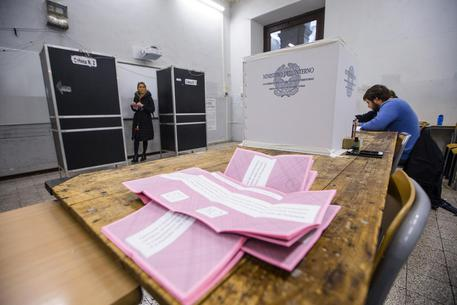 Referendum, Milano controcorrente: vince il Sì