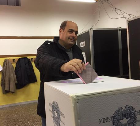 Elezioni all'orizzonte, Zingaretti taglia le tasse e abbassa l'Irpef del Lazio