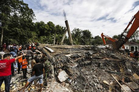 Terremoto a Sumatra: crollano edifici e moschee: decine di morti e dispersi