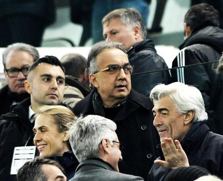 Sergio Marchionne, amministratore delegato di Fca, seduto in tribuna durante la partita del campionato di Serie A della Juventus contro il Napoli allo Juventus Stadium di Torino, 13 febbraio 2016 © ANSA
