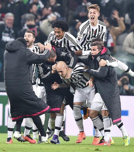 57cb362188 Contro il Napoli decide Zaza all'88/mo. Sorpasso bianconero in vetta.  Sarri:
