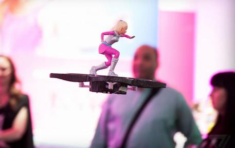 Barbie con l'hoverboard (credit: dal sito The Verge) © ANSA