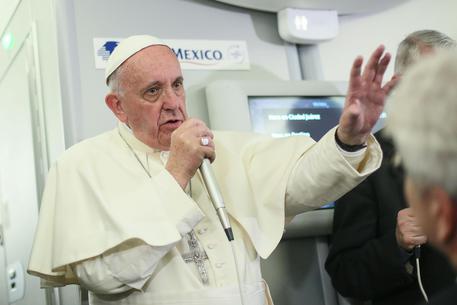 Papa Francesco a bordo dell'aereo papale © ANSA