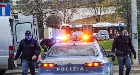 Per rapinare il cellulare mordeva le vittime, preso a Napoli