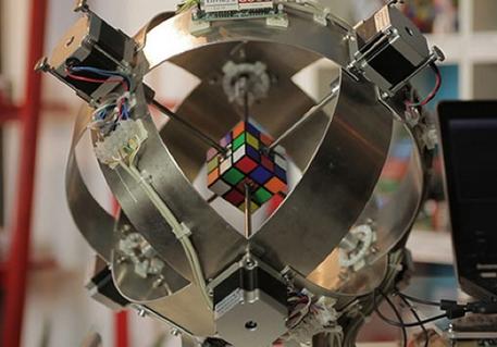 Robot risolve il cubo di Rubik in meno di un secondo