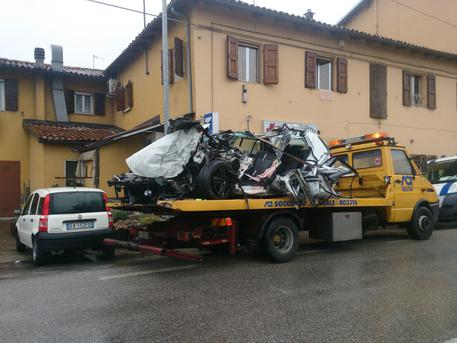Incidenti stradali: schianto auto-camion a Bologna, due morti © ANSA