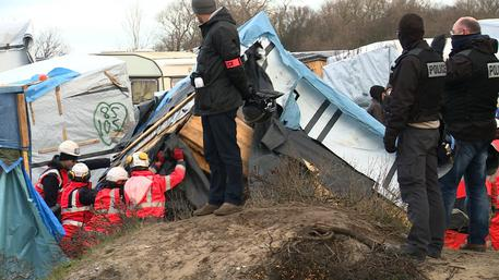 Migranti: Calais, al via sgombero Giungla © AP