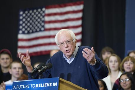 Bernie Sanders campaigns in New Hampshire © EPA