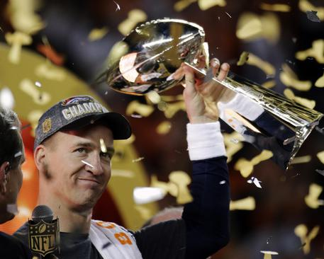Super Bowl ai Broncos, Carolina Panthers ko. © AP