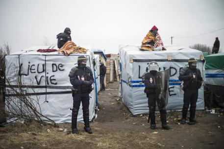Start of the expulsion of a part of the Jungle migrant camp in Calais © EPA