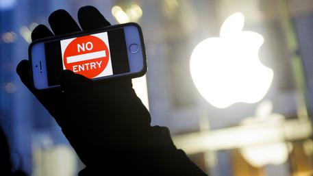 Apple: davanti al Congresso incrocia le spade con Fbi