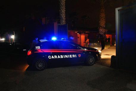 Spari contro un bar a Giugliano in Campania, donna ferita gravemente