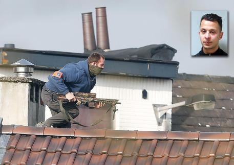 Terrorismo, raid a Bruxelles: arrestato Salah Abdeslam. Un altro blitz in corso