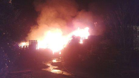 Fuoco nel deposito bus della Sud Est: distrutti cinque mezzi