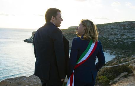 Renzi in visita a Lampedusa: