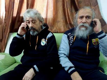 Una foto tratta dal profilo Facebook di Sabratha Media Center.mostra Gino Pollicardo (D) e Filippo Calcagno (S) dopo la liberazione © ANSA