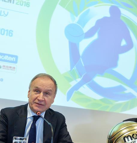 Davide Astori, il capitano della Fiorentina, morto in albergo a Udine. Rinviata la serie A. Stop anche in B, rinviate gare oggi e domani 99e12ec2570bd123d86612b8585bf9a1