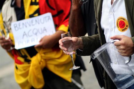 Ok della Camera a proposta di legge sull'acqua: proteste in aula
