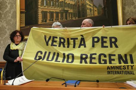 I genitori di Giulio Regeni al presidio di Amnesty: