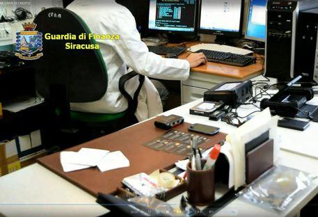 Carte di credito clonate: perquisizioni anche a Parma