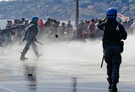 Scontri a corteo anti-Renzi © ANSA