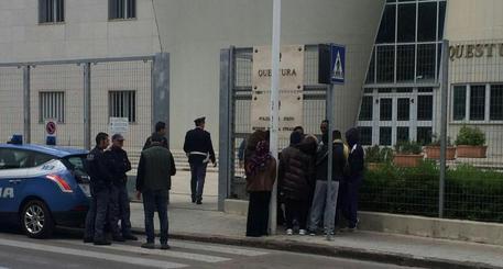 Sassari, falsi contratti di lavoro a extracomunitari: 22 persone denunciate