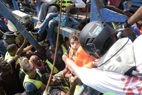 Palermo, sbarcati 592 migranti