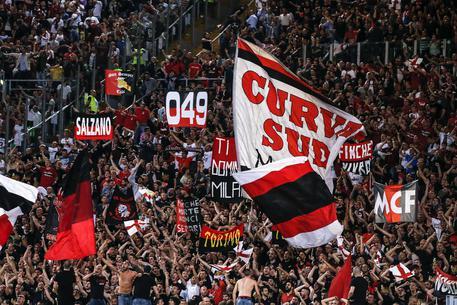 Coppa Italia, paura nella notte a Roma: due tifosi accoltellati