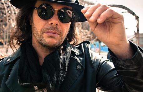 Grignani mi sento un artista rock 2 0 musica - Gianluca grignani uguali e diversi ...