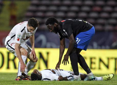 Tragedia nel mondo del calcio: muore per arresto cardiaco Patrick Ekeng