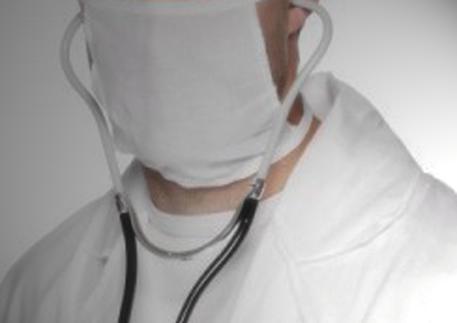 Firenze: è accusato di abusi su 7 pazienti, ginecologo ai domiciliari