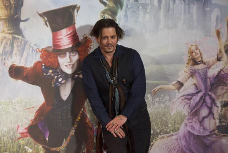 Alice Attraverso lo Specchio: il nuovo IMAX trailer