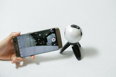 Samsung Gear 360, foto e video a 360 gradi per tutti