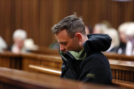 Pistorius, mostrate in tribunale le immagini choc della fidanzata Reeva ammazzata