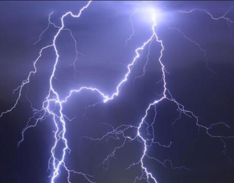 Italia: muore per strada colpito da un fulmine