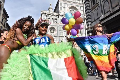 Mila e shiro gay pride