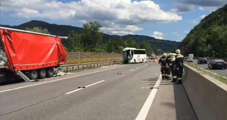Austria, scontro fra un autobus e un tir: 46 italiani coinvolti