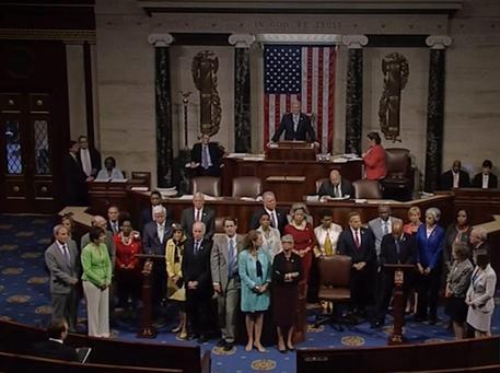 Caos alla Camera Usa, 15 ore di sit-in Democratici su armi facili