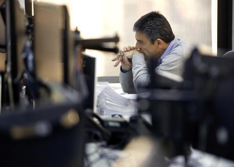 Borse europee deboli, a Milano crolla Fca
