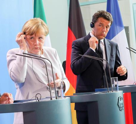 Angela Merkel e Matteo Renzi nella conferenza stampa con Hollande dopo  il vertice a tre sulla Brexit del 27 giugno © EPA