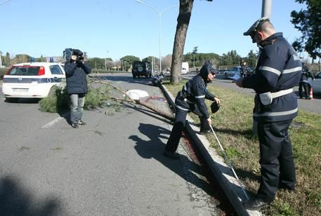 Incidente su via Cristoforo Colombo: morto pedone investito da una moto