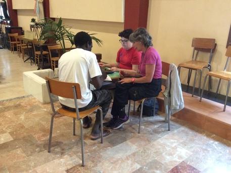 Ventimiglia, 600 i migranti in parrocchia: accertati anche quattro casi di varicella