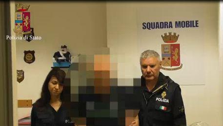 Ragusa, bidello arrestato: abusi su migrante di 16 anni