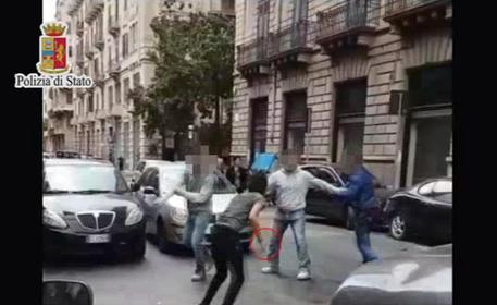 Palermo, accoltella l'immigrato che insultava la sua fidanzata: arrestato per tentato omicidio