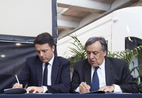 Renzi e Orlando alla firma del