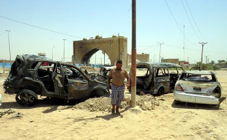 Iraq, attacco suicida a Baghdad, almeno 12 morti e 22 feriti