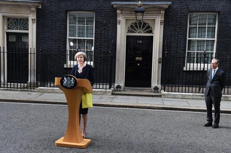 Al via la Brexit, Theresa May incontra Angela Merkel