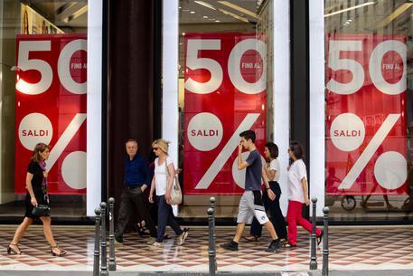 Istat, vendite dettaglio luglio -0,3% su mese, -0,2% su anno
